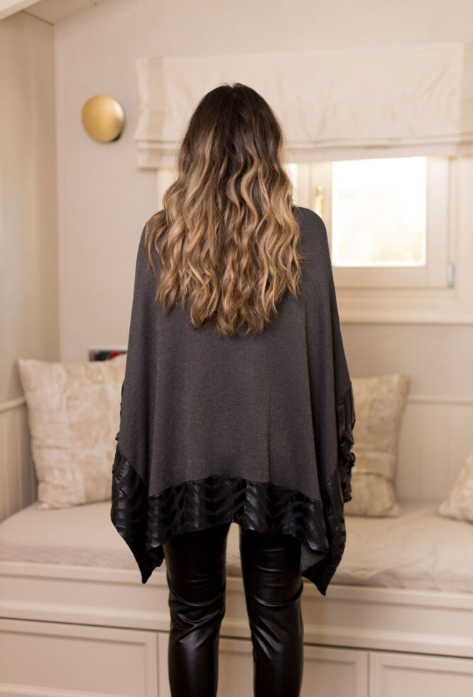 Velluto Rosso poncho blouse